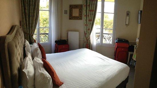 Hotel Motte Picquet : room