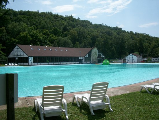 Mountain Pines Campground: Outdoor pool