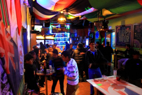 The Point Cusco: Great atmosphere in the bar