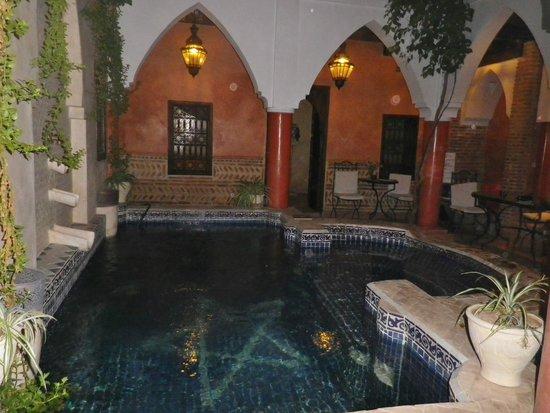 Riad Plein Sud: piscine, espace petit-déj