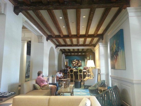 The Vinoy Renaissance St. Petersburg Resort & Golf Club: Lobby Resting Spot