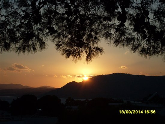 Pefki Islands Resort: Sunset from the bus park
