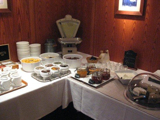 Hotel Spa et Restaurant au Chasseur: Buffet petit déj