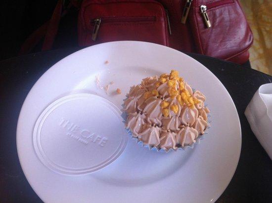 Cafe Royal: Cupcake au fruit de la passion.