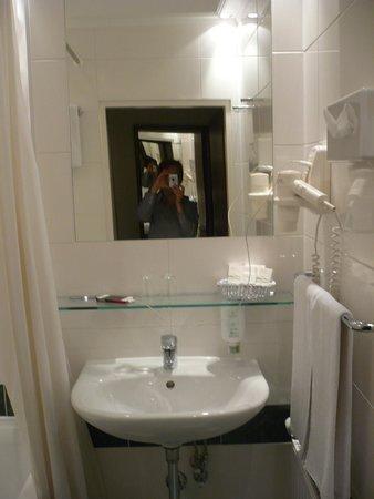 Hotel Savoy Vienna: Ванная