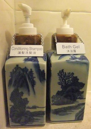 Pousada de Mong-Ha : shampoo & bath gel,2014.01.21