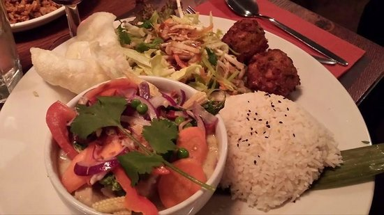 Banana Tree Watford: Gaeing Keo Wan chicken curry with combo