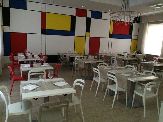 GG8 Restaurant & Hotel : Dining room
