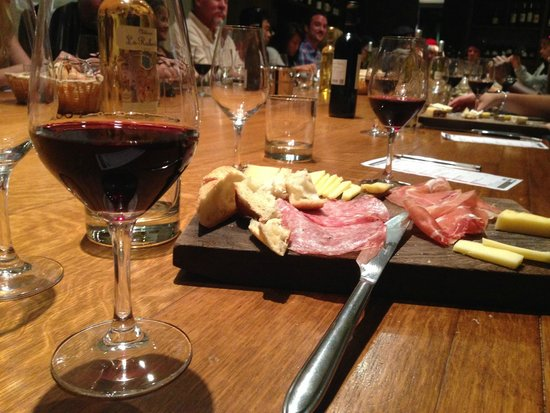 Dégustation de vins à Paris : Wine tasting at O Chateau - cheese plate was extra $