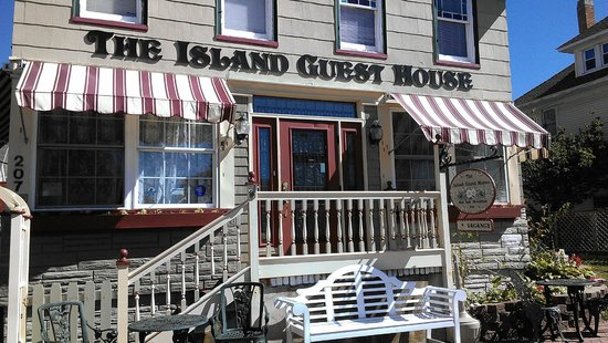 Island Guest House Bed and Breakfast Inn: The Island Guest House - front