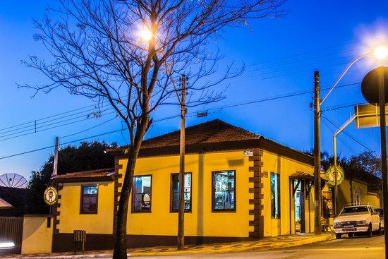 Casa da Cachaca : Loja a noite