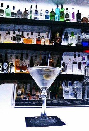 Glace Lounge Bar: Dry Martini