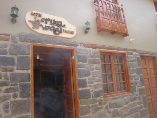 Tikawasi Valley Hotel: Frente del hotel
