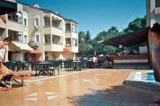 Cle Resort Hotel: pool bar
