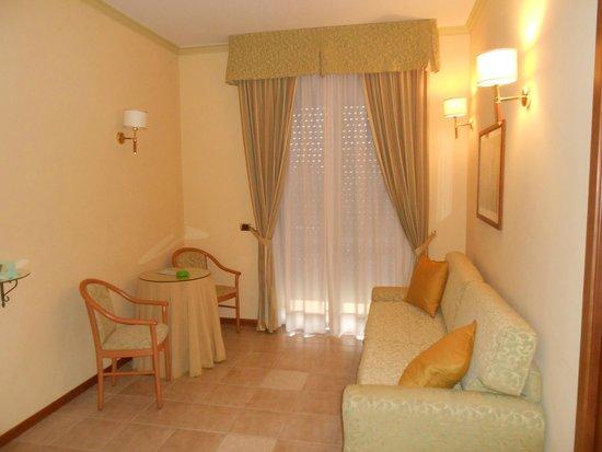 Hotel Relax : Camera spaziosa e pulita