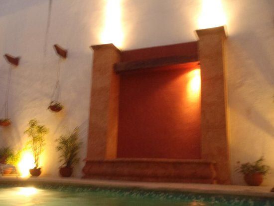 Hotel Zaci : Pool courtyard