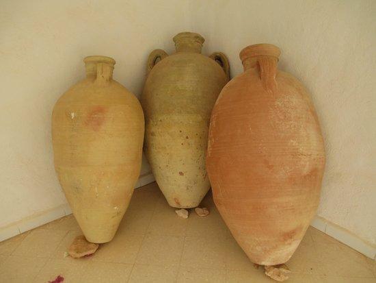 Musee du Patrimoine Traditionnel Djerbien : le tre colorazioni dei vasi