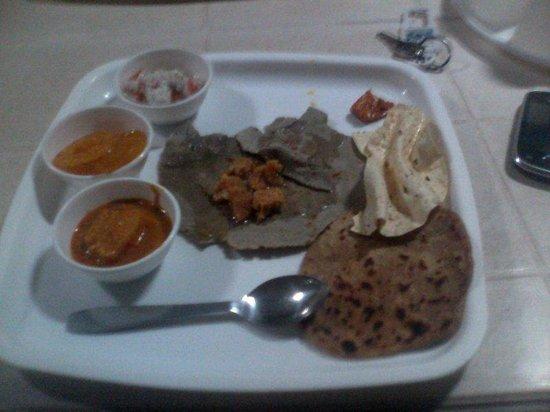 Ananda Valley Resort: DINNER