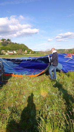 Perigord Dordogne Montgolfieres: setting-up (Baloon)