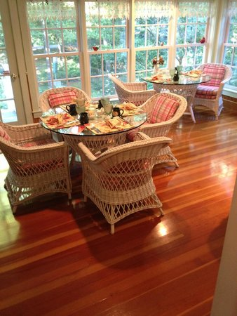 Camden Maine Stay Inn : veranda breakfast