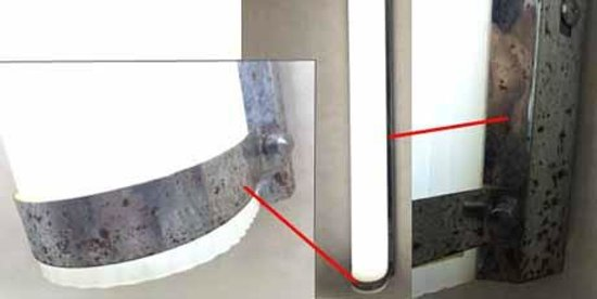 Residence Inn Rochester West/Greece: Corrosion around vanity lights