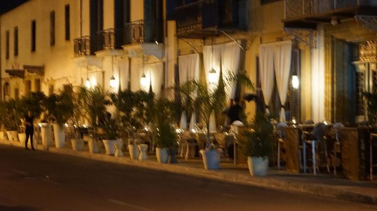 Domus Lounge Bar & Restaurant : Pavement dining at Domus, Nicosia