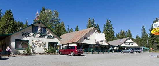 Lassen Mineral Lodge: commercial section out front
