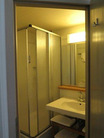 Hotel des Nations : badkamer
