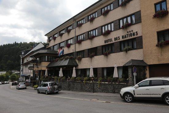Hotel des Nations : buitenzijde