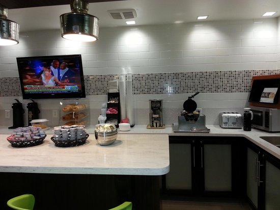 Castleberry Inn & Suites - GA Dome: Breakfast bar is clean, but doesn't offer much