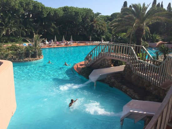 Forte Village Resort - Waterfront Suites : Salzwasserpool mit Rutschen