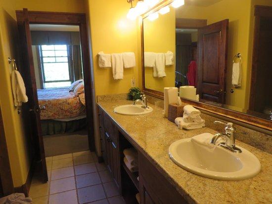 Grand View Lodge: Grand View condo master bath