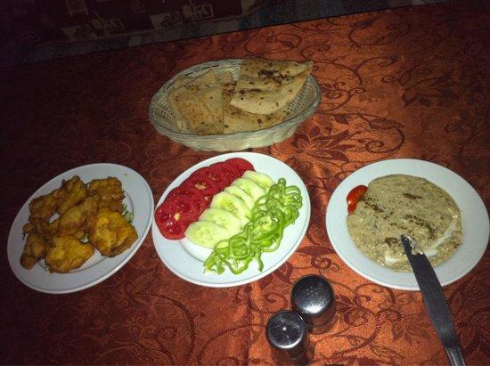 Africa Restaurant : Restaurante África, Luxor, Egito: entrada, pratos frios típicos.