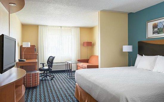 Fairfield Inn & Suites Lafayette: King Suite
