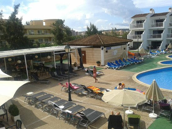 Aparthotel Playas Ca's Saboners: poolside toilets and stage for evening entertainment