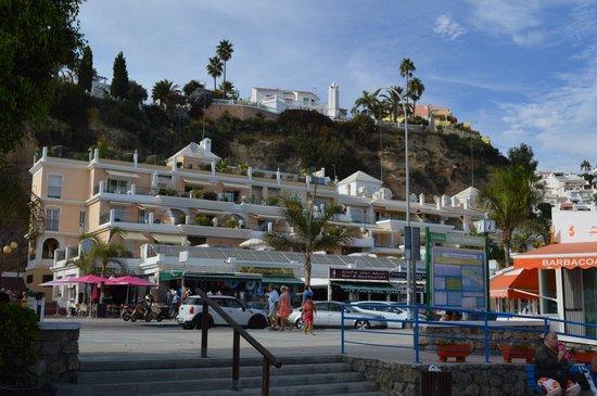 Apartamentos HC Burriana Playa: Hotellet sett fra stranda