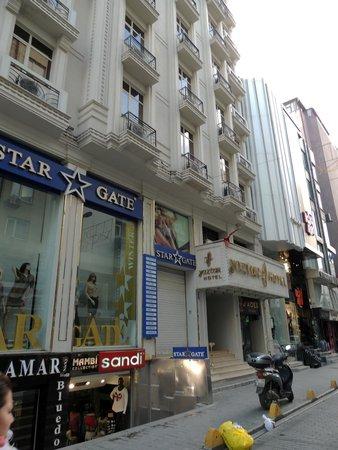 Yaztur Hotel: вход в отель