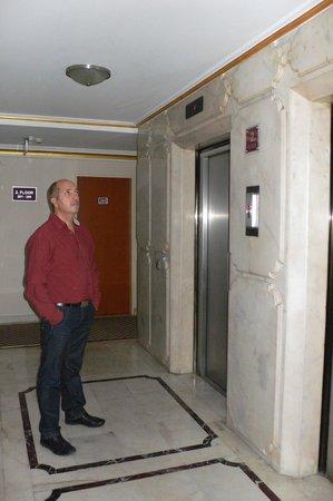 Yaztur Hotel: у лифта