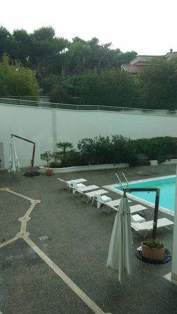 Nicotel Bisceglie : Area piscina esterna