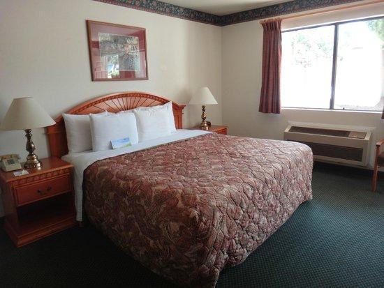 GreenTree Inn Sedona: King Bed