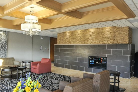 Oaks Hotel-Burr Ridge: HOTEL LOBBY 2014