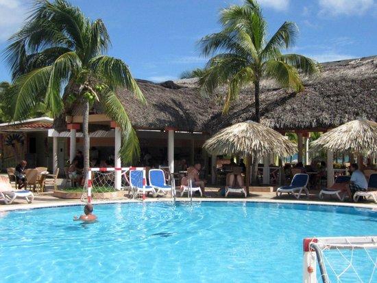 the pool at hotel cayo coco cuba photo de sol cayo coco cayo coco tripadvisor. Black Bedroom Furniture Sets. Home Design Ideas