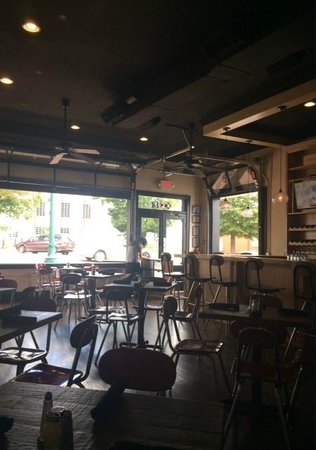 Lola Kitchen and Bar: Fresh Air on a beautiful day