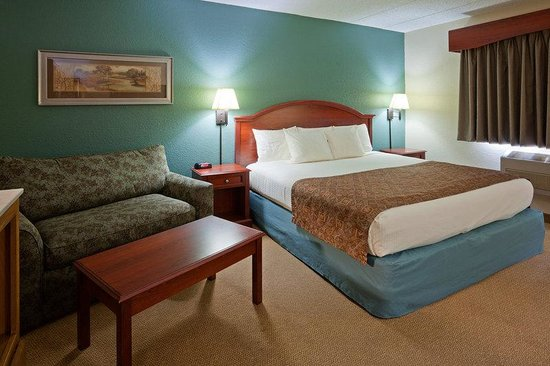 AmericInn Hotel & Suites Chippewa Falls : Americ Inn Chippewa Falls King With Sofa