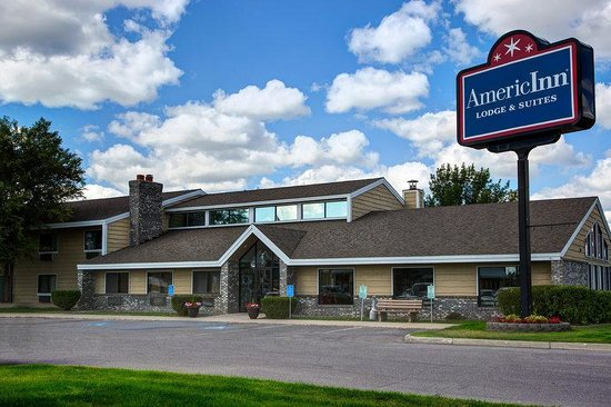 AmericInn Lodge & Suites Bemidji: Exterior Day