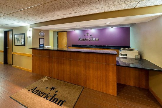 AmericInn Lodge & Suites Madison South : FRONT DESK