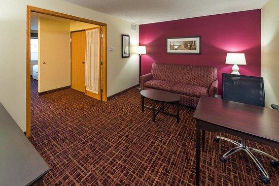AmericInn Lodge & Suites Madison South: Suite