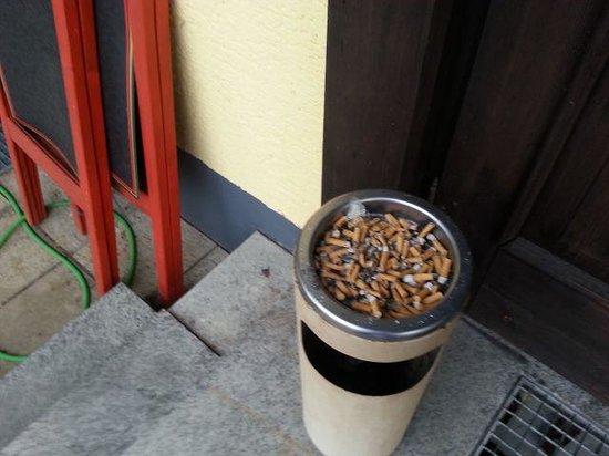 Thurmansbang, Tyskland: der Aschenbechrer wurde nie ausgeleert