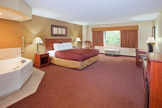AmericInn Lodge & Suites Boiling Springs - Gardner Webb University : Jacuzzi