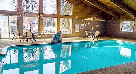 AmericInn Hotel & Suites Apple Valley: Pool